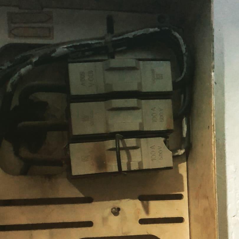 Avería eléctrica en portafusible en mal estado en San Fernando