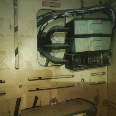 Portafusible Sin Tapa Deformado Por El Calor Electrica Islena